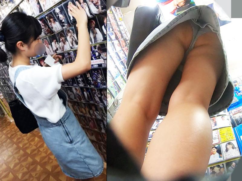友達とお買い物中のデニムミニのかわいい女の子撮った結果w