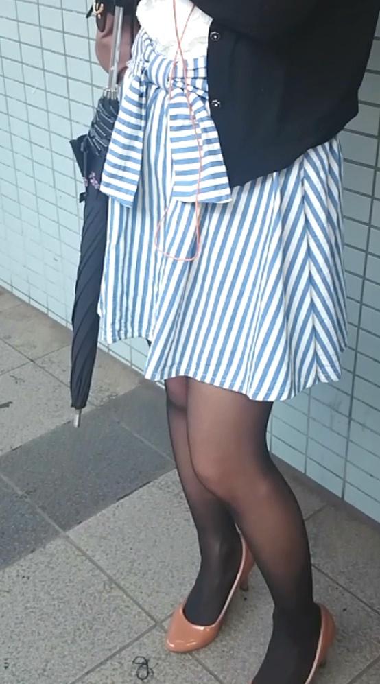 (バレ&ゴミを見る目ww)私服全身撮りスカートめくりシリーズ84