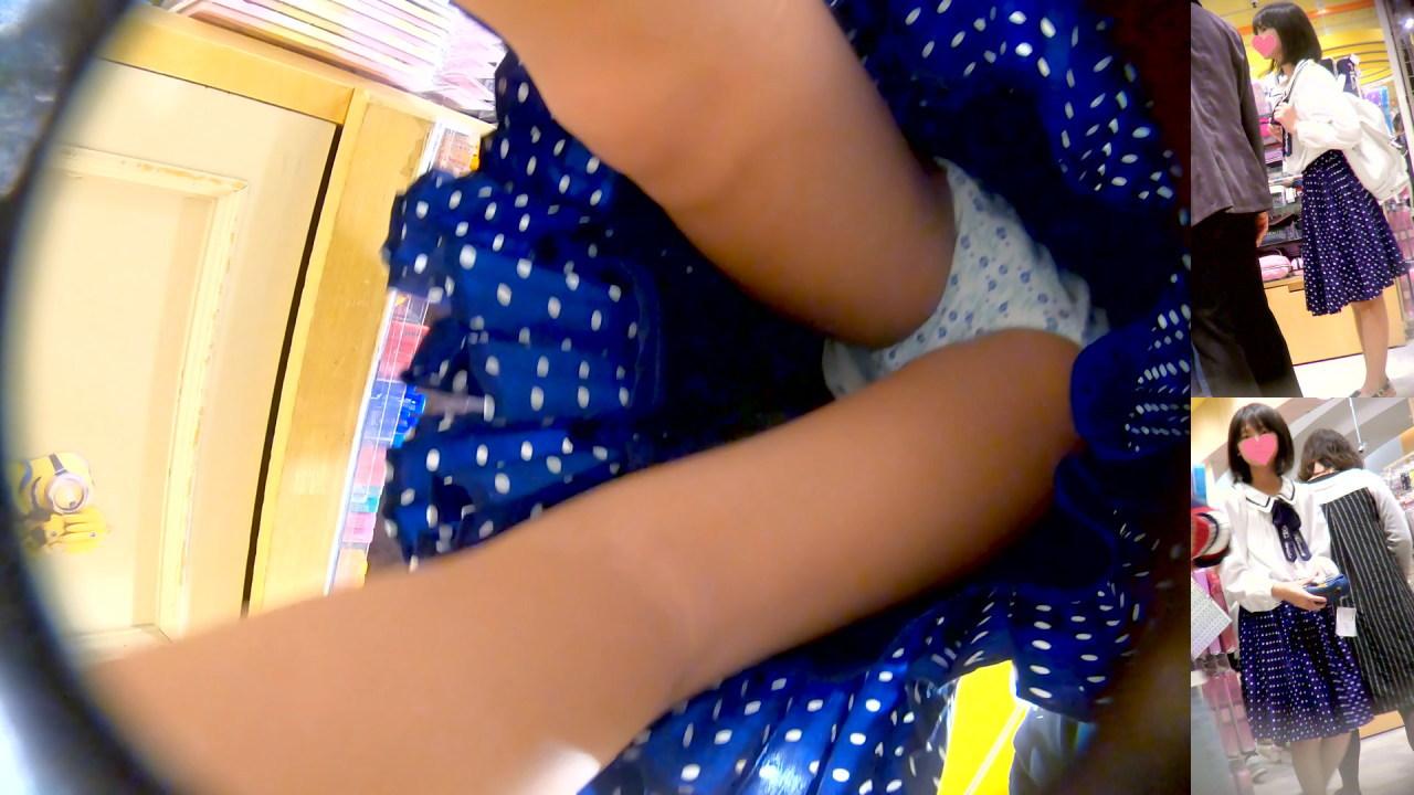 良いとこ育ち?水玉スカートが揺れるお嬢ちゃんのパンチラ